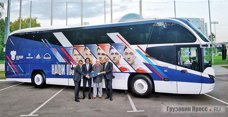 Автобус сборной России по футболу NEOPLAN Cityliner