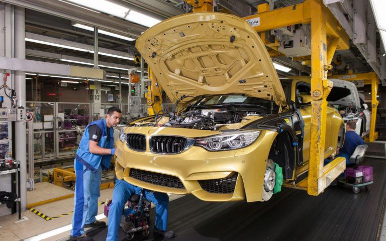 """Производство легковых автомобилей в России """"эффективные"""" менеджеры сократили на 16,5%"""