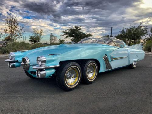Необычный симбиоз Cadillac и Studebaker с шестью колесами