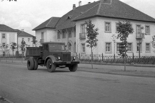 Первый советский большегруз дизельный МАЗ-200
