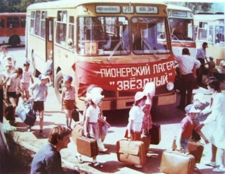 Советские автобусы, которые доставляли пионеров в лагеря