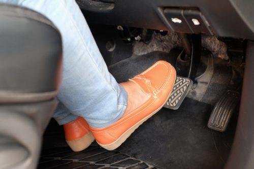 Toyota поможет путающим педали газа и тормоза