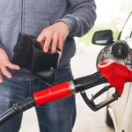Депутаты просят снизить цены на бензин в кризис