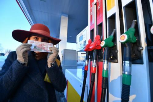 Эксперт Нефть упала в цене - что будет с ценами на бензин