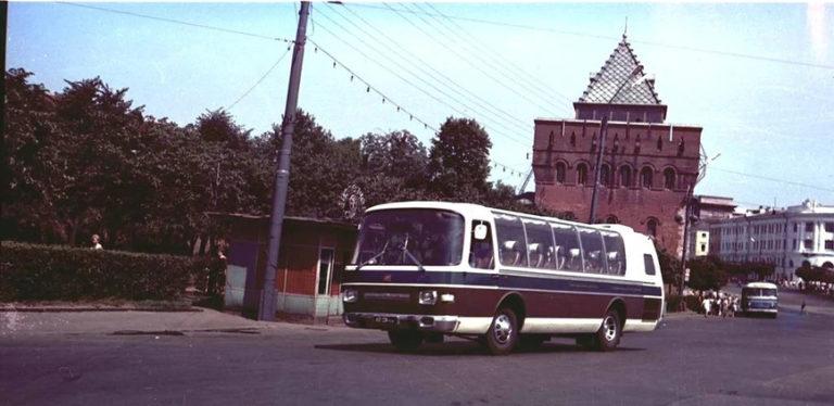 «Ламповые» фотографии времен СССР с советскими автомобилями
