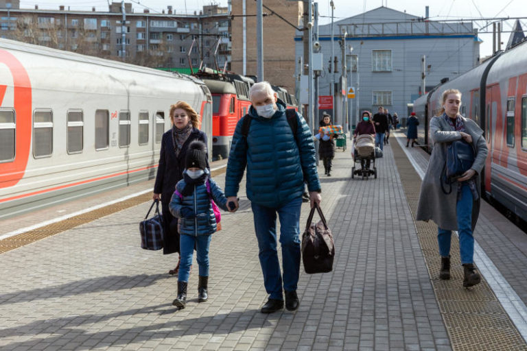 Передвижение между регионами России могут ограничить