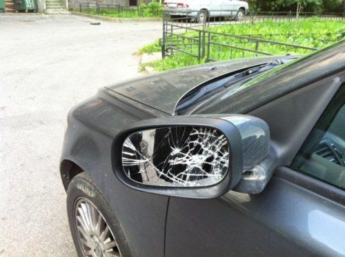 Полезная привычка - складывать зеркала у машины