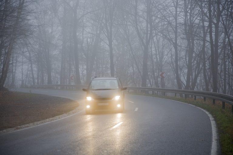 Важные правила безопасной езды в тумане