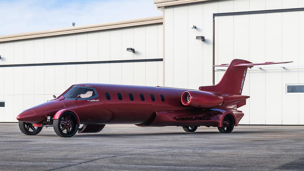 Дорожный.....то ли самолет, то ли автомобиль