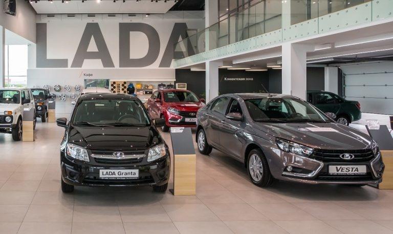 АвтоВАЗ снова повышает цены на LADA