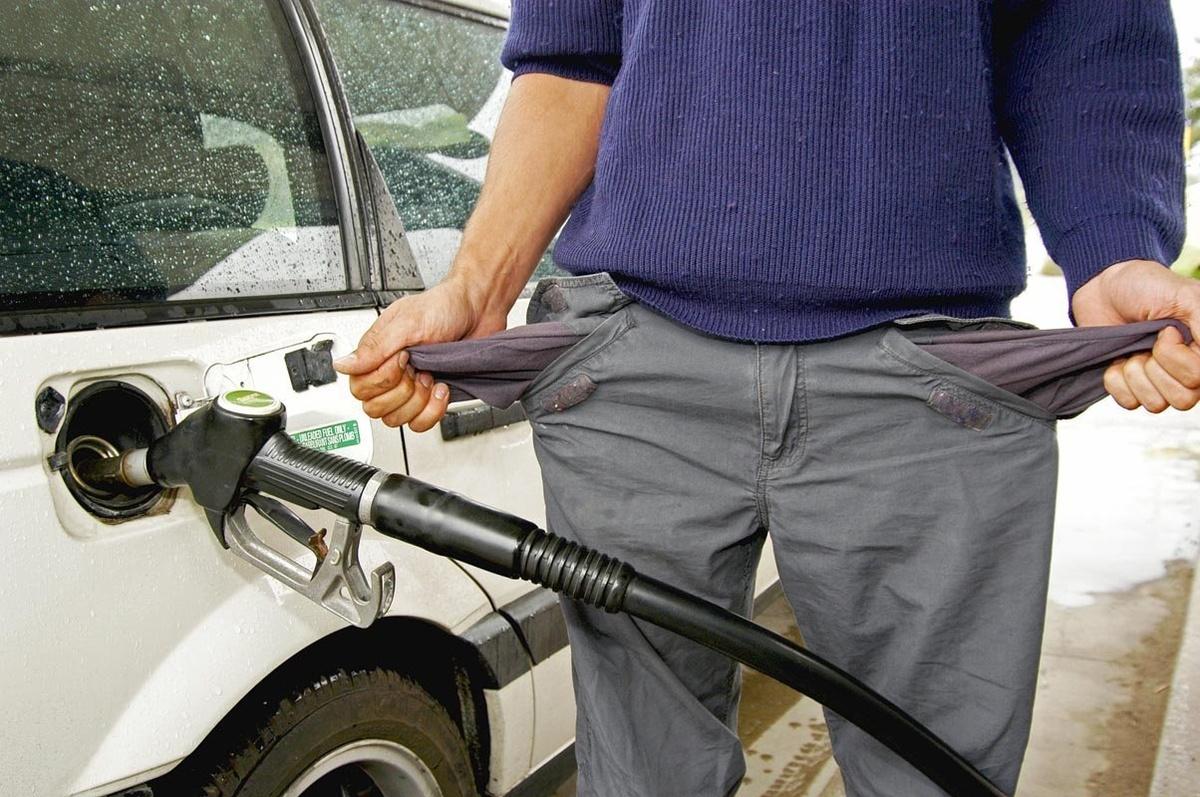 Почему белорусский бензин дешевле российского
