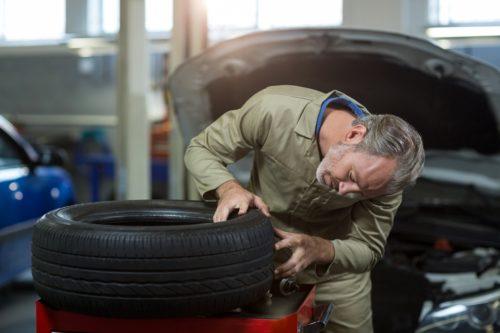 Первые признаки необходимости замены шин
