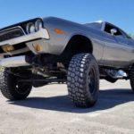Старый Dodge Challenger переделали в монстр-трак