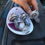 Почему лампочки в фарах автомобилей нужно менять парами