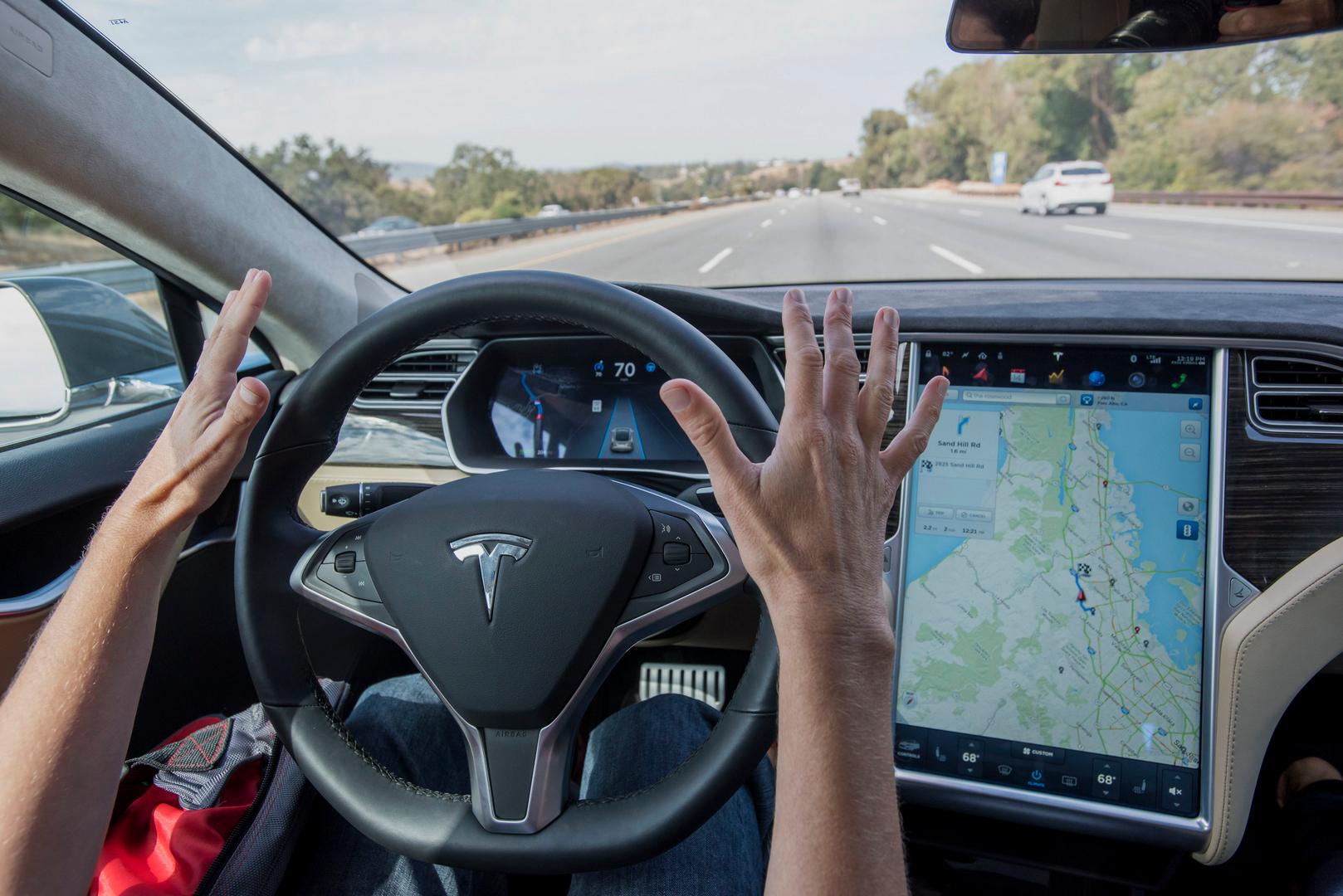 Илон Маск обещает полноценный автопилот