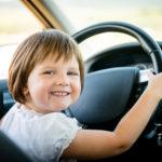 С кем из родителей лучше ездить в машине – оценили дети