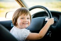 С кем из родителей лучше ездить в машине - оценили дети