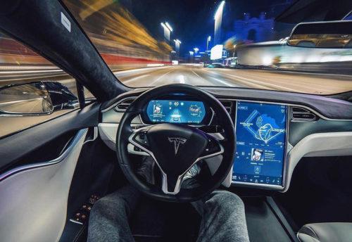 Tesla готовит новую версию автопилота