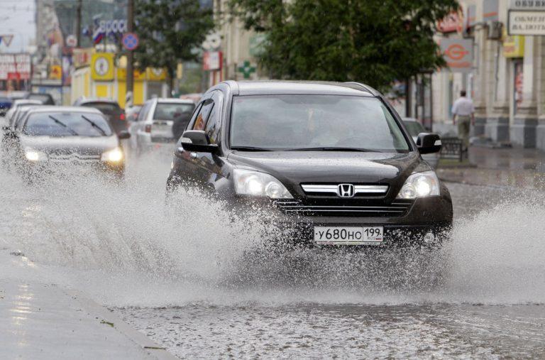 Основные правила безопасного вождения в дождь
