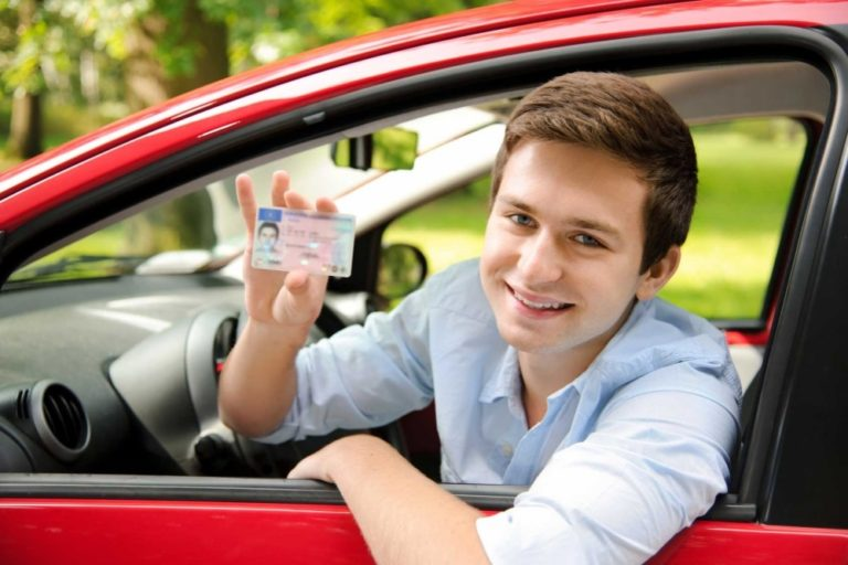 Госдум предложила омолодить водителей - права с 16 лет