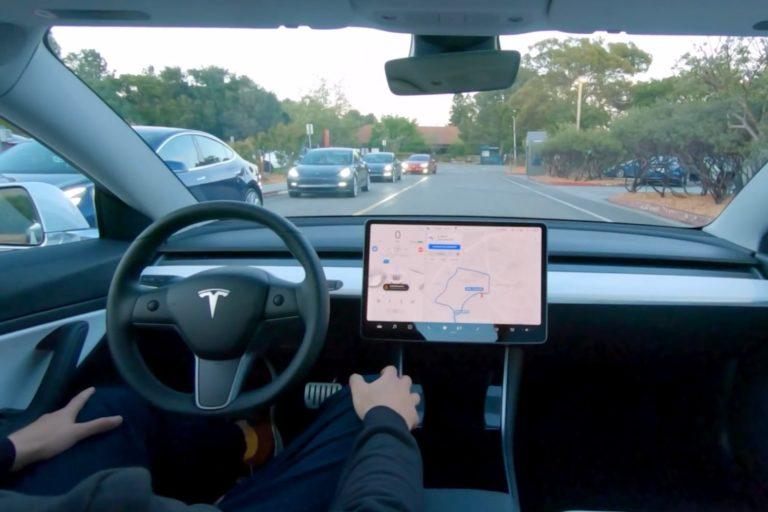 Илон Маск пообещал полноценный автопилот