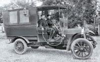 Первые автомобили скорой помощи в России