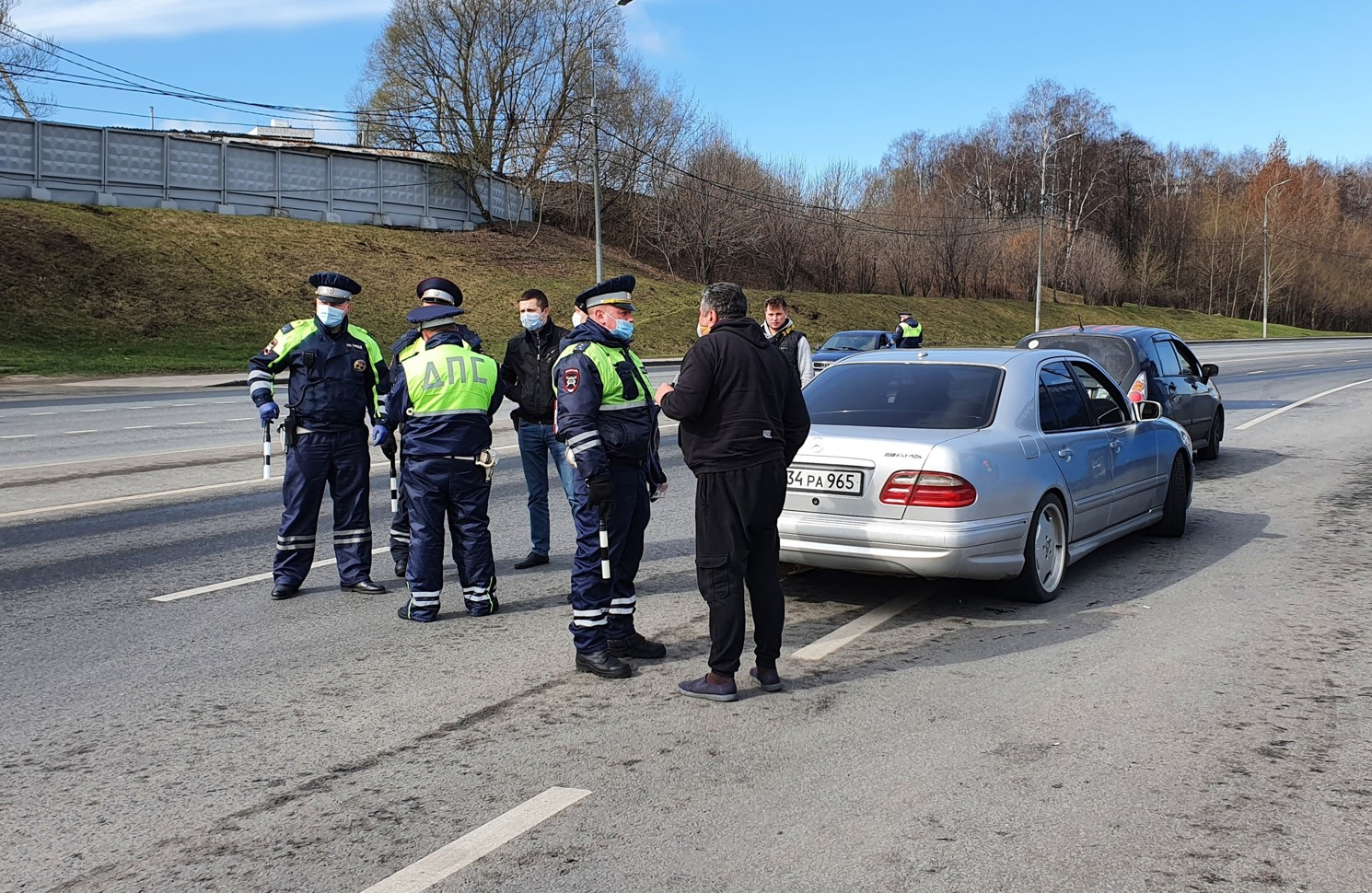 Депутаты поддержали идею - полицейские смогут вскрывать автомобили