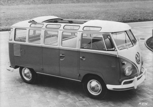 Автобус VW для путешествия по швейцарским Альпам