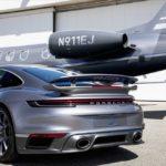 Porsche 911 Turbo S соответствует частному самолету