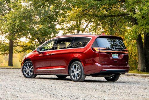 Семейный минивэн Chrysler Pacifica AWD