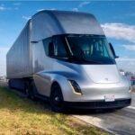 Тягач Tesla Semi остался без новых батареи