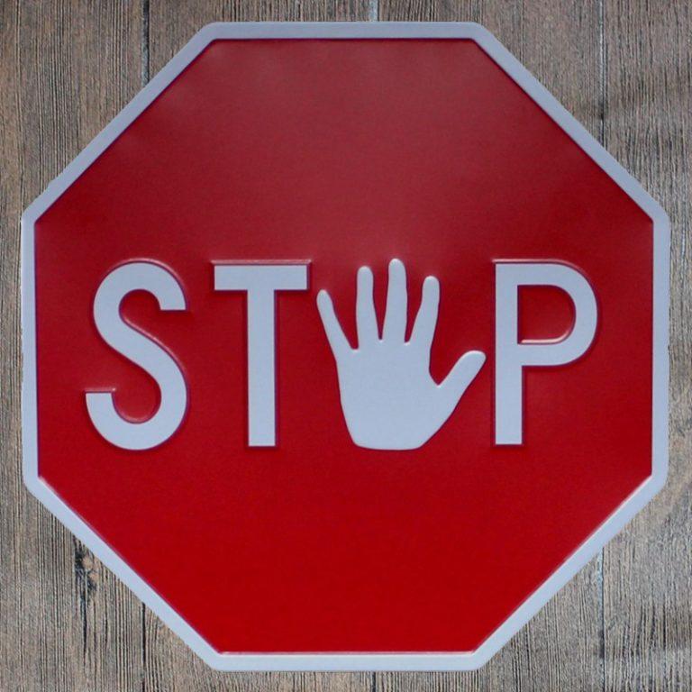 Почему знак STOP красный восьмиугольник
