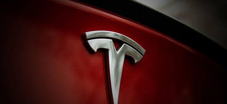 Tesla с одним «дворником» - новая технология