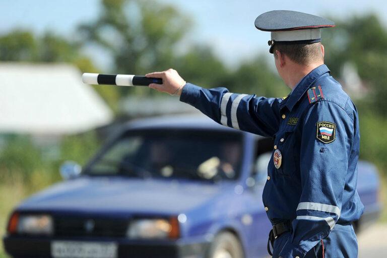 Инспектор ДПС остановил - лучше заглушить машину