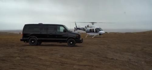 Фургон Ford Econoline превращен в бюджетный кемпер