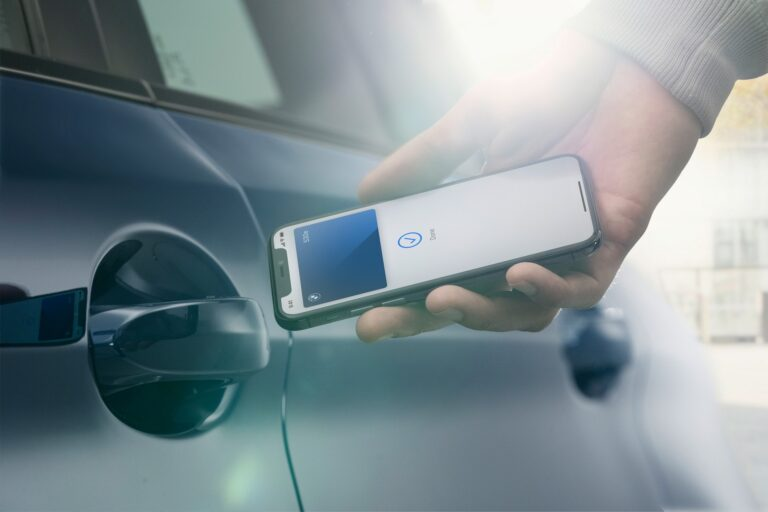 BMW - iPhone в качестве ключа к автомобилю