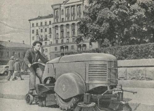Дворник на колесах