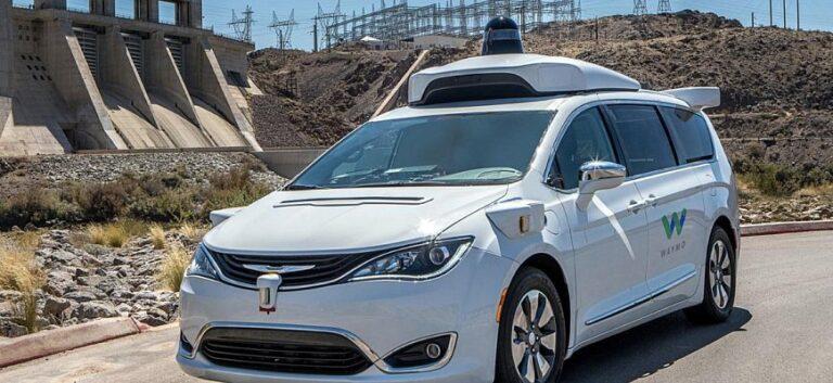 Экзамен на права - с 2025 года в России могут использовать авто с беспилотными системами