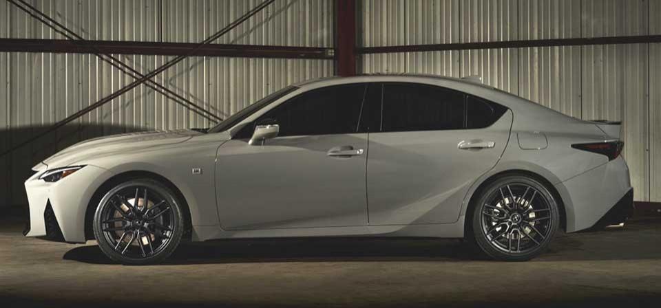 Lexus - модернизированный спортивный седан