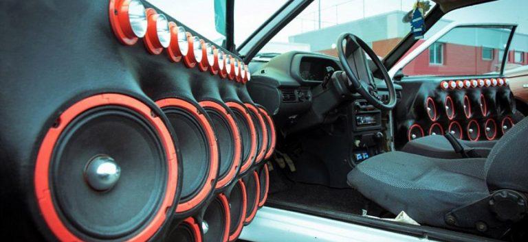 ГИБДД напомнила водителям о штрафах за нештатную акустику в авто в 2021 году