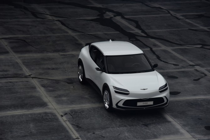 Genesis GV60 - первый электромобиль бренда