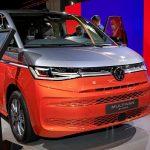 Гибридный Volkswagen T7 Multivan 2022 года с современными технологиями