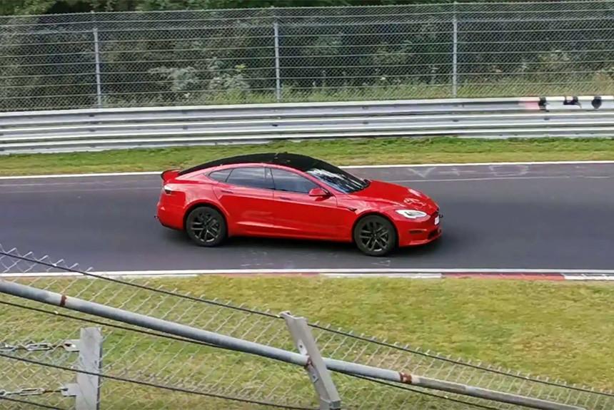 Tesla Model S Plaid на Нюрбургринге впереди Taycan