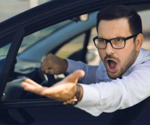 водители дорогих автомобилей плюют на ПДД
